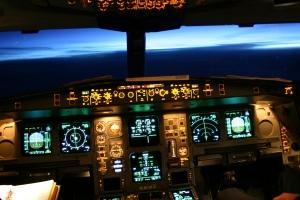 Im A330 Cockpit Richtung Osten, dem neuen Morgen entgegen. © Lucien Schranz